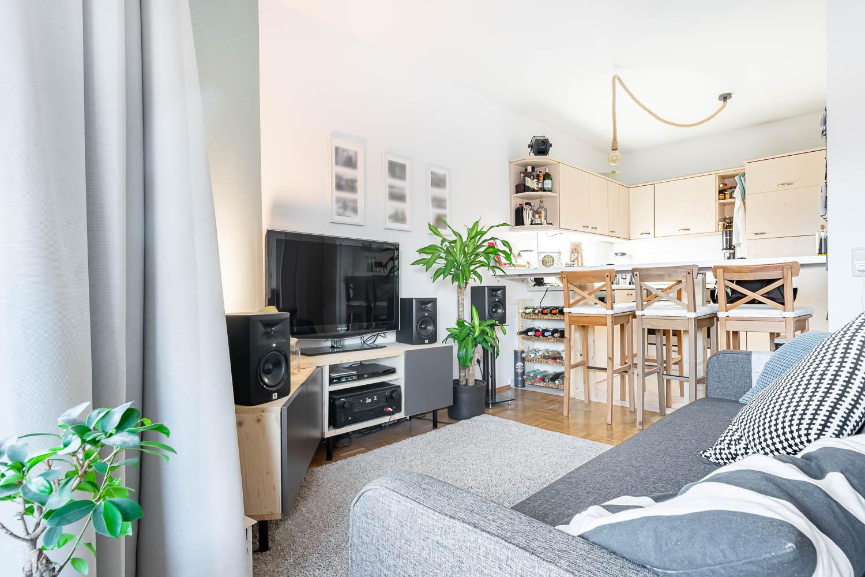 TV und Küche